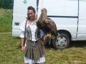 Krásna maďarská poľovníčka s ešte krajším slovenským vtákom v  ruke :-)