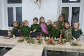 Mladší Poštolky vyráběly vánoční svícny