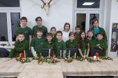 I starší Poštolky vyráběly vánoční svícny